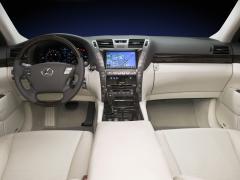 2009 Lexus LS 460 Photo 2