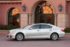 2010 Lexus LS 460 Photo 2