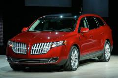2010 Lincoln MKT Photo 1