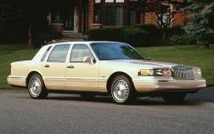 1997 Lincoln Town Car exterior