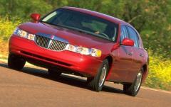 1999 Lincoln Town Car exterior
