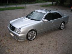 2001 Mercedes-Benz E-Class Photo 2