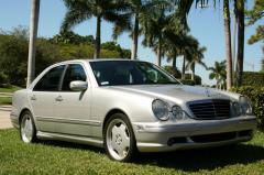 2002 Mercedes-Benz E-Class Photo 3