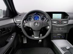 2005 Mercedes-Benz E-Class Photo 3