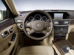2010 Mercedes-Benz E-Class Photo 2