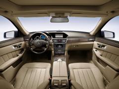 2010 Mercedes-Benz E-Class Photo 4