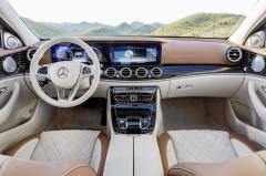 2017 Mercedes-Benz E-Class Photo 2