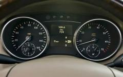 2010 Mercedes-Benz GL-Class interior