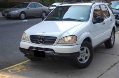 1998 Mercedes-Benz M-Class Photo 2
