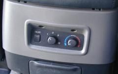 2002 Mitsubishi Montero Sport interior