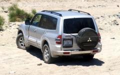 2002 Mitsubishi Montero Sport exterior