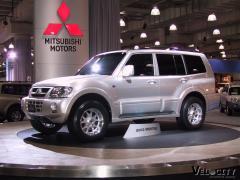 2003 Mitsubishi Montero Photo 3