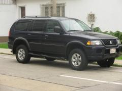 2004 Mitsubishi Montero Photo 1