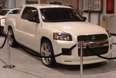 2008 Mitsubishi Raider Photo 1