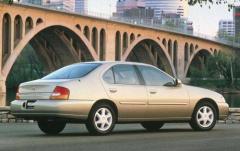1998 Nissan Altima exterior