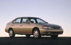 1999 Nissan Altima exterior