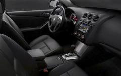 2010 Nissan Altima 3.5 SR CVT Coupe interior
