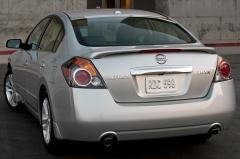 2010 Nissan Altima 2.5 S 6M/T Coupe exterior