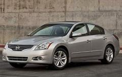 2010 Nissan Altima 2.5 S 6M/T Coupe Photo 3