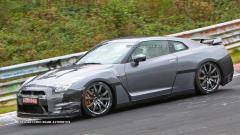 2014 Nissan GT-R Photo 2
