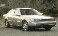 1993 Nissan Maxima exterior