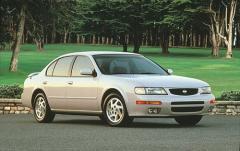 1996 Nissan Maxima exterior