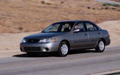 2001 Nissan Sentra exterior