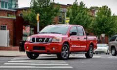 2015 Nissan Titan Photo 2