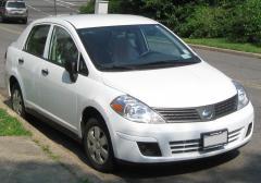 2010 Nissan Versa Photo 1
