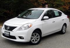 2013 Nissan Versa Photo 1