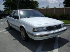 1991 Oldsmobile Cutlass Ciera Photo 2