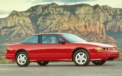 1997 Oldsmobile Cutlass Supreme exterior
