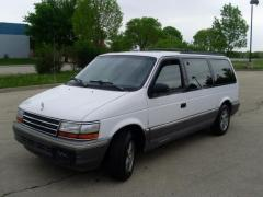 1993 Plymouth Grand Voyager Photo 1
