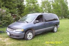 1996 Plymouth Voyager Photo 1