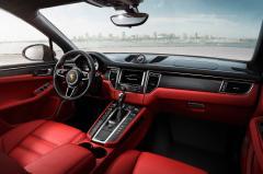 2015 Porsche Macan interior