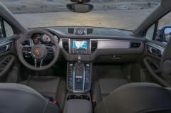 2016 Porsche Macan interior