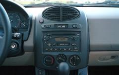 2004 Saturn Vue FWD interior