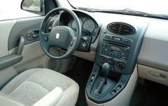 2005 Saturn Vue interior
