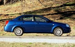 2004 Suzuki Forenza exterior