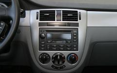 2004 Suzuki Forenza interior