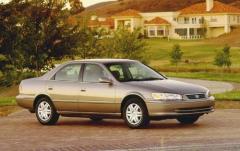 2000 Toyota Camry exterior