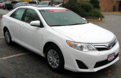 2011 Toyota Camry XLE 6-Spd AT Photo 4