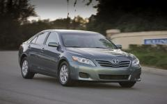 2011 Toyota Camry XLE 6-Spd AT Photo 6