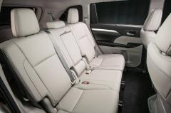 2017 Toyota Highlander interior
