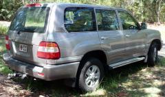 2006 Toyota Land Cruiser Photo 3