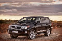 2013 Toyota Land Cruiser Photo 2