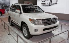 2013 Toyota Land Cruiser Photo 3