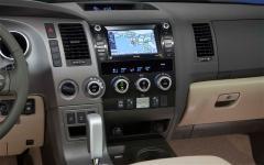 2012 Toyota Sequoia Photo 2