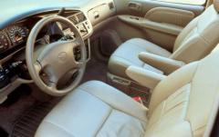 2003 Toyota Sienna interior