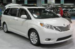 2010 Toyota Sienna Photo 2
